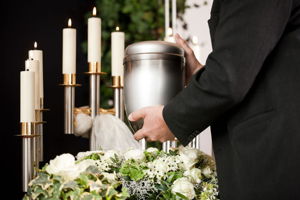 urn-with-white-roses